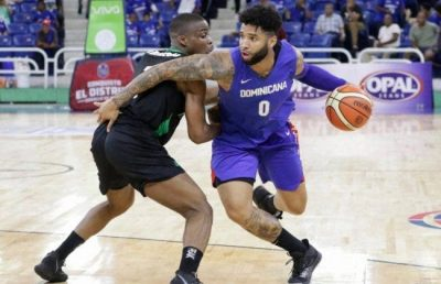 Brandone Francis en acción con la selección dominicana durante un partido del clasificatorio FIBA-AmeriCup. Archivo