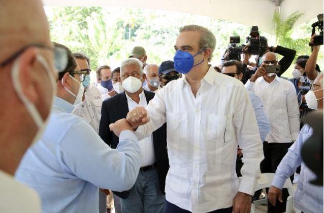 Visitas de Luis Abinader tejen recuperación de República Dominicana tras crisis COVID-19