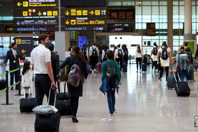 España multará con hasta 6,000 euros viajeros que lleguen sin resultado PCR