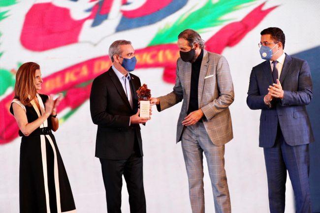 RD: Juan Luis Guerra ostenta el título de embajador honorífico de Marca País