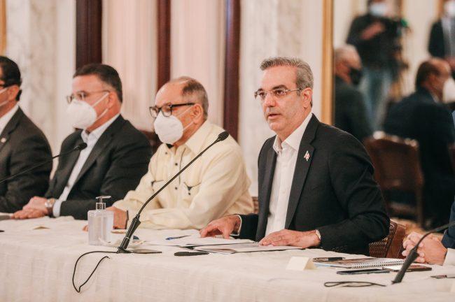 Abinader anuncia beneficiarios de FASE I recibirán salario 13 de Navidad