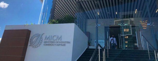 MICM y la AACID entregan más de un millón de pesos para capital semilla a mujeres emprendedoras de provincias fronterizas