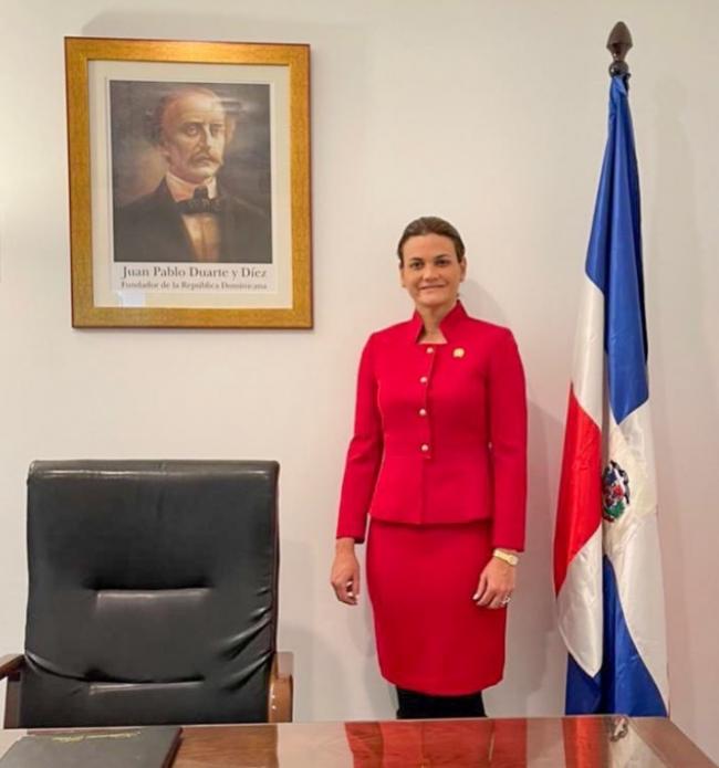 Hermana de vicepresidenta de RD, Katherine Peña, toma posesión como cónsul general de Sevilla