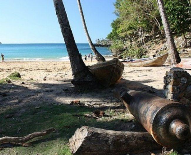 cañones franceses playa Morón, Samaná