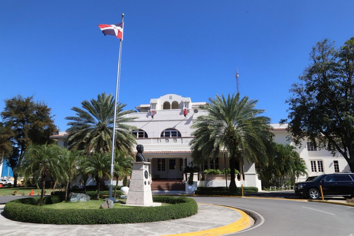 España: Agentes consulares denuncian no reciben ningún tipo de remuneración por parte del MIREX